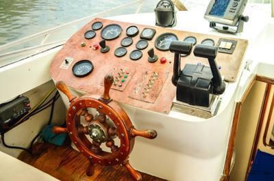 alugar charter 38 lancha sao sebastiao sp litoral norte 288 7785